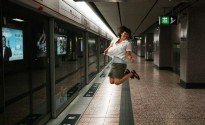 Hong Kong subway leap!